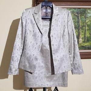 Tahari two peice skirt suit B4